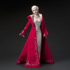 Two Daydreamers Exclusive  Mistletoe & Magic (2004) LE 675  Sydney with platinum hair, left-glancing green eyes, articulated body (no bending wrists)