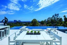 1201 Laurel Way Residence by Whipple Russell Architects is a Beverly Hills, California dream home. Completed in this contemporary Beverly Hills mansion is perfect for indoor-outdoor living Infinity Pools, Beverly Hills Mansion, Swimming Pool Photos, Modern Pools, Modern Mansion, Cool Pools, Pool Designs, Modern House Design, Nice View