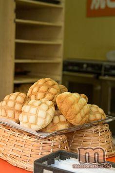 Melon Pan Melon pan メロンパン le « p+ Cute Food, A Food, Food And Drink, Yummy Food, Japanese Bread, Japanese Cake, Melon Pan Recipe, Melon Bread, Sweets