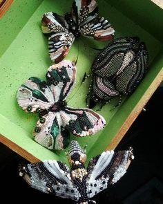 Первые красавчики!)  Каждая деталька гнётся и принимает любую форму!  Не для продажи. Пока, по крайней мере.  Запись на приобретение фото процесса вышивки и выкроек в предыдущем посте.  #katrina_mayzengelter#бабочки#жуки#ручнаявышивка#эксклюзивныеброши#роскошныеукрашения#кутюр#мода