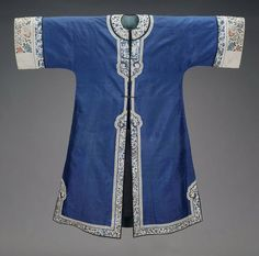 Woman's blue and white domestic surcoat, Chinese (Han), Qing dynasty, 1880–90.