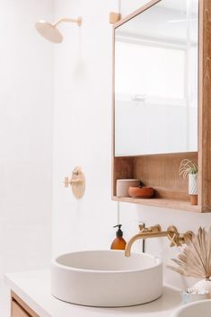 Design, inspiration, and DIY tips for remodeling your master bathroom on a budget. Awesome DIY home projects, motivation for your house, and cheap renovationing tips for your master bathroom. Bathroom Inspiration, Master Bathroom, Bathroom Interior, Vanity, Small Bathroom, Bathroom Decor, Bathroom Design, White Bathroom, Tile Bathroom