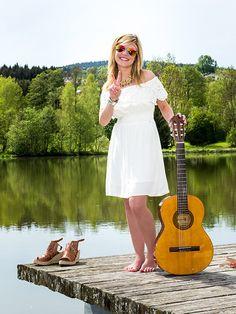verspieltes Hippie-Kleid mit Carmenausschnitt in Weiß