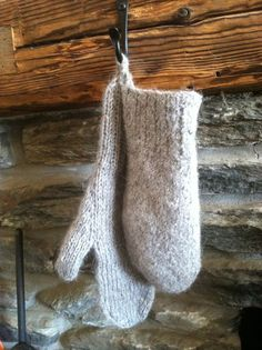 "felted wool mittens for Lord John - ""the Custom of the Army"" - http://www.outlanderadventures.com/lord-john-greys-felted-wool-mittens/"