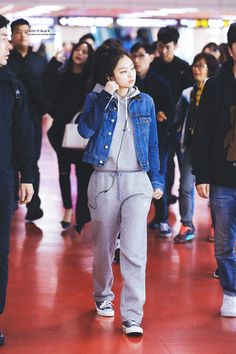 Your source of news on YG's biggest girl group, BLACKPINK! Please do not edit or remove the logo of. Kpop Fashion Outfits, Blackpink Fashion, Korean Outfits, Asian Fashion, Trendy Fashion, Casual Outfits, Cute Outfits, Korean Airport Fashion, 1million Dance Studio