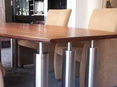 detailaanzicht tafel in rvs