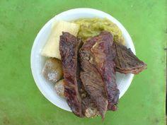"""A fuego lento """"la mejor carne del planeta"""" prepara mamona, chiguire, costillas de lechón, parrillada, cochinillo. afuegolento.wix.com/carne"""