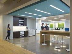 LinkedIn Sunnyvale Office - central breakout area for ad hoc meetings Corporate Office Design, Corporate Interiors, Workplace Design, Office Interiors, Healthcare Design, Commercial Interior Design, Office Interior Design, Commercial Interiors, Office Designs