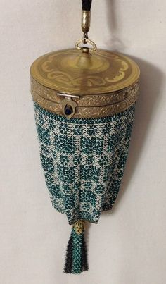 R & G Company GOLD FRONT painted mesh compact purse circa 1920s