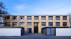 Laumer Komplettbau - Wohnheim Regensburg. Foto: Sascha Kletzsch #laumer #beton #architekturbeton #architektur #wohnheim #betonfassade #fassade #vorgestelltefassade #farbbeton #sichtbeton #architecture #architecturephotography #architecturelovers #concrete #concreteart