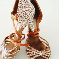 Latin Dance Shoes, Dancing Shoes, Salsa Shoes, Ballroom Dance Shoes, Dance Images, Shoes World, Bling Shoes, Pretty Shoes, Dance Costumes