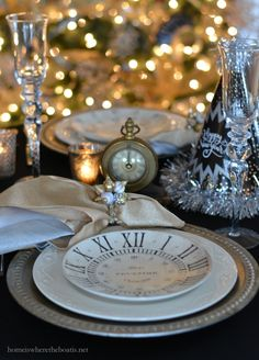 New Year's Eve table with clock plates, clocks and party horns and hats… New Years Eve Decorations, Party Table Decorations, Christmas Decorations, Christmas Tablescapes, New Years Eve Table Setting, New Year Table, New Year's Eve Celebrations, New Year Celebration, New Year's Eve 2019