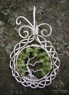 Silver Celtic by RachaelsWireGarden  http://rachaelswiregarden.deviantart.com/art/Silver-Celtic-443849109