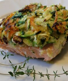 Salmon fillet in julienne vegetable crust- Il Filetto di salmone in crosta di verdure julienne Salmon fillet in julienne vegetable crust - Rib Recipes, Salmon Recipes, Italian Recipes, Chicken Recipes, Cold Lunch Recipes, Vegetarian Recipes, Healthy Recipes, Easy Cooking, Healthy Cooking