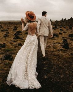 24 Rustic Wedding Dresses To Be A Charming Bride ★ rustic wedding dresses a line open back with illusion sleeves barn kreativwedding★ Barn Wedding Dress, Rustic Wedding Dresses, Best Wedding Dresses, Elope Wedding, Wedding Bride, Bridal Dresses, Indie Wedding Dress, Wedding Dress Country, Boho Wedding Dress Backless