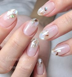 Here is a tutorial for an interesting Christmas nail art Silver glitter on a white background – a very elegant idea to welcome Christmas with style Decoration in a light garland for your Christmas nails Materials and tools needed: base… Continue Reading → Asian Nail Art, Asian Nails, Korean Nail Art, Korean Nails, Ongles Bling Bling, Bling Nails, Stiletto Nail Art, Nude Nails, Pastel Nails