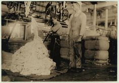 Documenting child labor: Young boy on warping machine in the cotton mill, Fayetteville, Tennessee, 1910 Fayetteville Tennessee, Lewis Hine, Innocence Lost, Cotton Mill, 9 Year Olds, Boy Photos, Working With Children, Young Boys, Vintage Photos