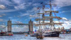 belo navio a vela perto de Tower Bridge, em Londres hdr