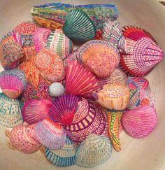 Sharpie Pen Shell Art, Zentangles style by Rebecca Taver . Seashell Painting, Seashell Art, Seashell Crafts, Beach Crafts, Starfish, Arte Sharpie, Sharpie Crafts, Sharpie Pens, Sharpies