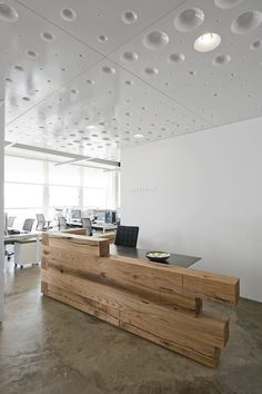 Reception / entry; signage opportunity; like stacked heavy timber Reception Counter, Lobby Reception, Reception Areas, Office Reception Desks, Small Reception Desk, Cool Office, Office Decor, Small Office, Office Ideas