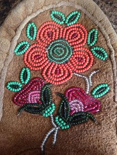 51 best images about southeastern beadwork on Native Beading Patterns, Seed Bead Patterns, Native Beadwork, Native American Beadwork, Beaded Shoes, Beaded Moccasins, Indian Crafts, Nativity Crafts, Sewing Leather