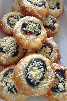 Moravské koláče od maminky | Recepty - Mykitchendiary.sk Doughnut, Muffin, Baking, Breakfast, Desserts, Food, Basket, Morning Coffee, Tailgate Desserts