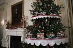 I clearly need gingerbread Lego houses for Christmas too a  15 Stunning Photos of the White House All Decorated for Christmas