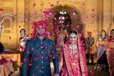 Destination Wedding in Rajasthan with a pinworthy Lehenga for Sangeet & Jaimala Moment Save The Date Posters, Vasansi Jaipur, Destination Wedding, Wedding Venues, Couple Moments, Yellow Lehenga, Flower Shower, Wedding Function, Lehenga Designs