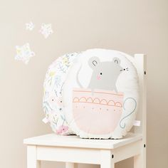 Little Cube Brings the Sweetest Art to Your Kids' Rooms http://petitandsmall.com/littlecube-sweetest-art-kids-rooms/