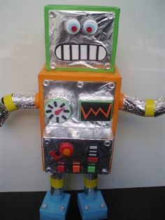 Preschool Crafts for Kids*: Earth Day Box Robot Toy Craft Recycled Robot, Recycled Crafts, Recycled School Projects, Recycled Materials, Robots For Kids, Art For Kids, Science Projects For Kids, Craft Projects, Project Ideas