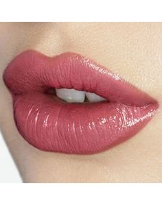 K.I.S.S.I.N.G - Lipstick in Coachella Coral from Charlotte Tilbury: a coral that's not too orange-y