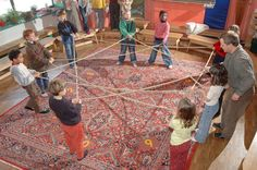 math game 14 Rope Swing: With a large rope is swung in the middle: 1) the children run through step by step and call the appropriate number from the respective series of numbers. 2) one or more children hop one Malreihe in the middle 3) All children swing with little skipping ropes and a count of (doing well in the inner and outer circle, advanced allowed on the benches)