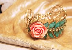 vintage style bracelet Aloha Vintage, Vintage Style, Vintage Fashion, Fashion Bracelets, Bangles, Jewelry, Bracelets, Jewlery, Fashion Vintage