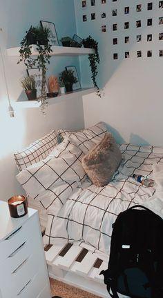 Cute Bedroom Decor, Room Design Bedroom, Room Ideas Bedroom, Small Room Bedroom, Bedroom Inspo, Small Rooms, Decor Room, Bedroom Inspiration, Diy Teen Room Decor