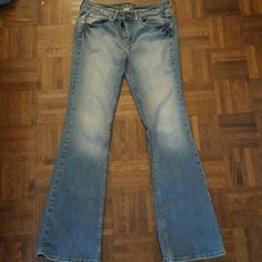 Faded jeans Very comfy jeans! Only one small hole at the hem in the back of the right pant leg. Arizona Jean Company Jeans