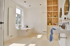 Antwerp / house UGLY.be - bathroom / Karlin Architects (photo: Cristina De La Madera)