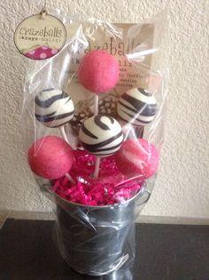Zebra cake pops- gift basket Zebra Cake Pops, Cake Pop Designs, Birthday Cake Pops, Food Tags, Design Tutorials, Gift Baskets, Truffles, Valentines Day, Diy Crafts
