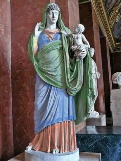 Colorized statues to highlight layered garments.