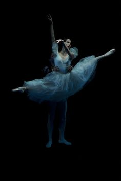 So perfect ... #movement #dance #art #ballet #amazing #stunning #wow #talented #ballerina #pointe  #grace #elegance #beauty