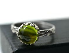 Celtic Peridot Ring Natural Green Gemstone Jewelry by fifthheaven