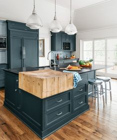 modern kitchen room are offered on our web pages. Take a look and you will not be sorry you did. Classic Kitchen, Farmhouse Style Kitchen, Modern Farmhouse Kitchens, New Kitchen, Home Kitchens, Kitchen Decor, Hickory Kitchen, Kitchen Ideas, Kitchen Inspiration
