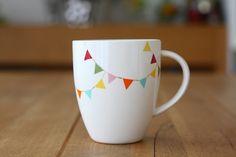 Bunting Mug - Daisy Ceramic Clay, Ceramic Painting, Diy Painting, Sharpie Designs, Diy Mugs, Painted Mugs, Paint Pens, Hobbies And Crafts, Creative Crafts