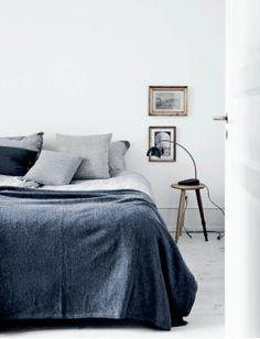 Scandinavian Bedroom Design Scandinavian style is one of the most popular styles of interior design. Although it will work in any room, especially well . Scandinavian Bedroom, Scandinavian Interior Design, Scandinavian Style, Home Bedroom, Modern Bedroom, Bedroom Decor, Master Bedrooms, Bedroom Ideas, Bedroom Lighting