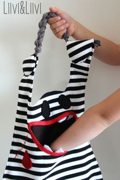 Oh wow what a super fun sewing projects - make your own MONSTER BAG. Love it. So quirky and fun!