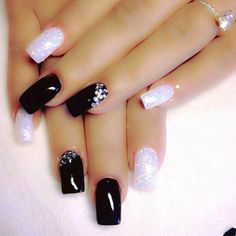 Black & White Nail Art Designs You Can Apply To Your Fingernails Nail Art Designs 2016, Black Nail Designs, Fabulous Nails, Gorgeous Nails, Black Nails, White Nails, Black Glitter, Glitter Nails, Sparkle Nails