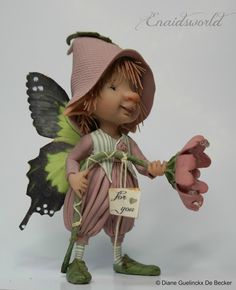 "materiaal is prosculpt en fimo "" the fairy puppets"" they are betwee. Elves And Fairies, Clay Fairies, Dragons, Kobold, Paper Mache Crafts, Mini Fairy Garden, Fairy Pictures, Fairy Figurines, Baby Fairy"