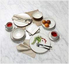 Ceramic Artists, Table Settings, Kitchen Appliances, Pottery, Plates, Ceramics, Mugs, Tableware, Design