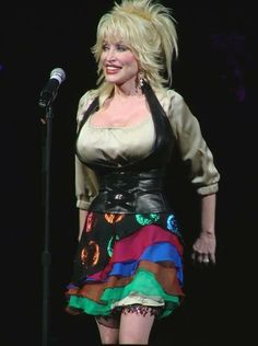 Dolly Parton ...~ Country Musicians, Country Music Artists, Dolly Parton Pictures, Hello Dolly, Southern Belle, Celebs, Celebrities, Business Women, Movie Stars