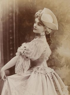 French actress Gabrielle Réjane (1856 - 1920)