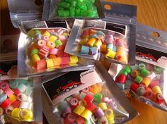 『papabubble』は、飴細工を作る様子を覗ける飴屋さん!運が良ければ出来立ての飴を試食できるかも♪